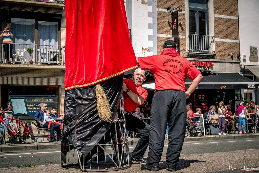 Juin • Les coulisses du géant • Corso Fleuri de Jambes